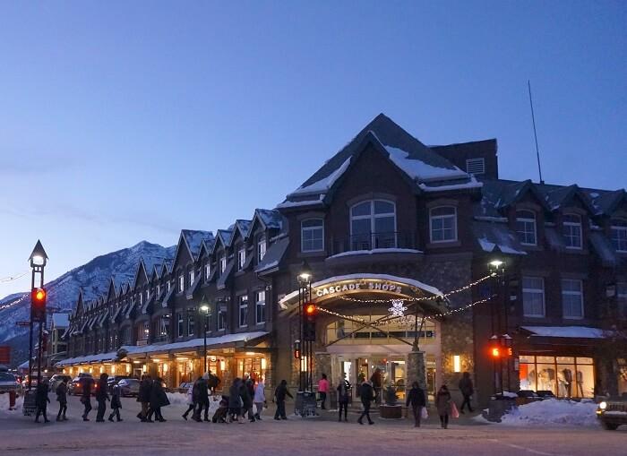 バンフの街にある最大級のショッピングモール<Cascade Shops(カスケードショップス)>