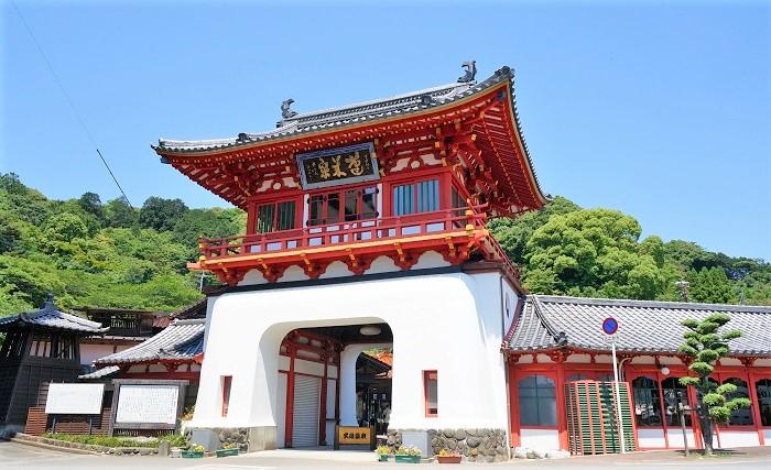 武雄温泉のシンボル・楼門は立の金吾作。