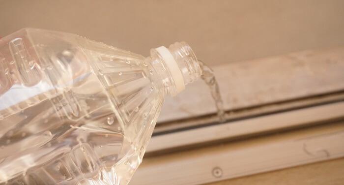 【ecostore】マルチクリーナースプレーをつかって、ペットボトルの水で流すだけ。