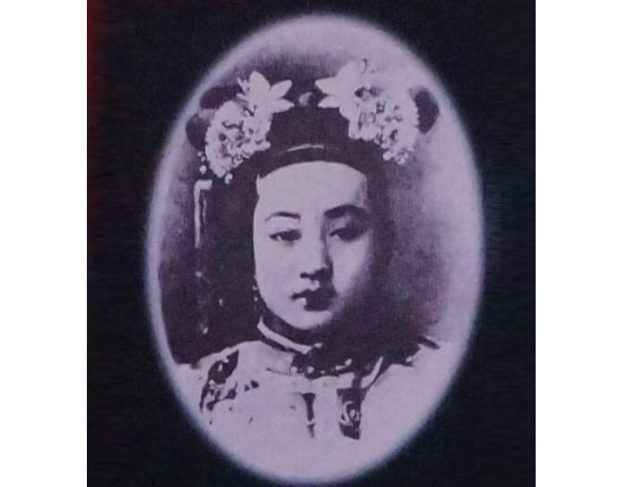 清の光緒帝の側妃・珍妃(ちんぴ)の写真。