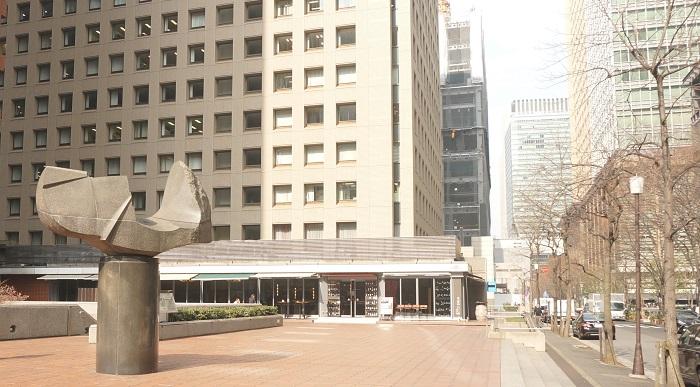 東京駅、二重橋駅、大手町からも徒歩圏内。平日だけの丸の内ワイン倶楽部の超リーズナブルなランチをご紹介します。