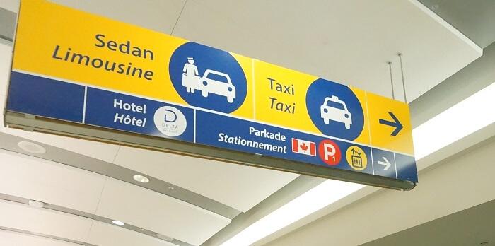 カルガリー空港の案内にはホテルはあるけど…