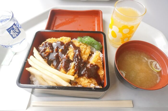 高井富士スキー場のレストランで注文すべきはリンゴジュース♡めちゃくちゃうまい。