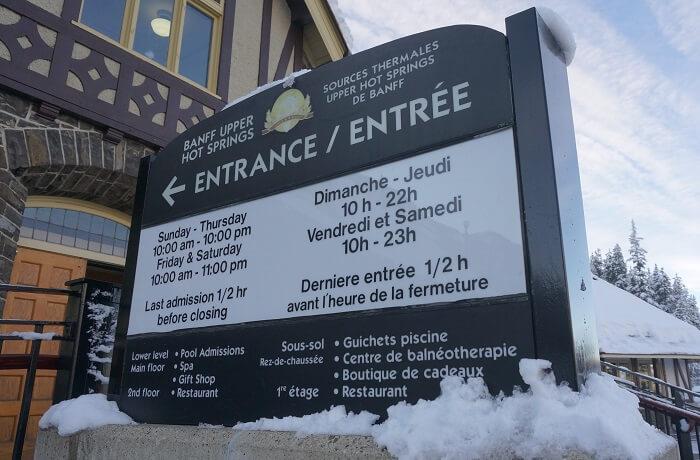 バンフのアッパー温泉の営業時間は季節ごとに変わる