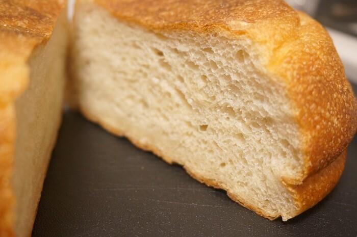 Bricolage bread & co.のパンドミプレミアム。消え目細やかな断面にご注目。