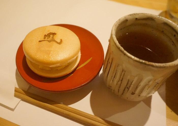 最中とお茶。