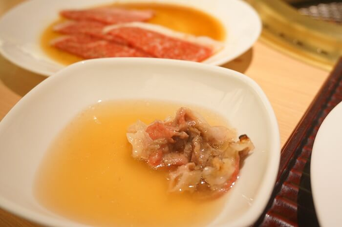 2000円台ですごいコスパ!お出汁で食べる焼肉<天壇>の魅力を実体験でレポート中。