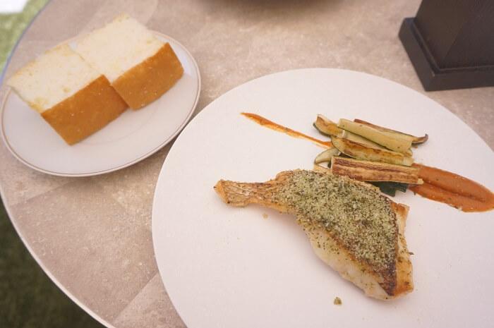 真鯛とパン。