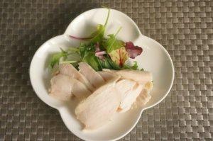 家で本格サラダチキンを。ESSEなどでオリジナルレシピを紹介している朝岡真梨がボニークで作る簡単で美味しいサラダチキン・鶏ハムの温度や加熱時間をご紹介します。