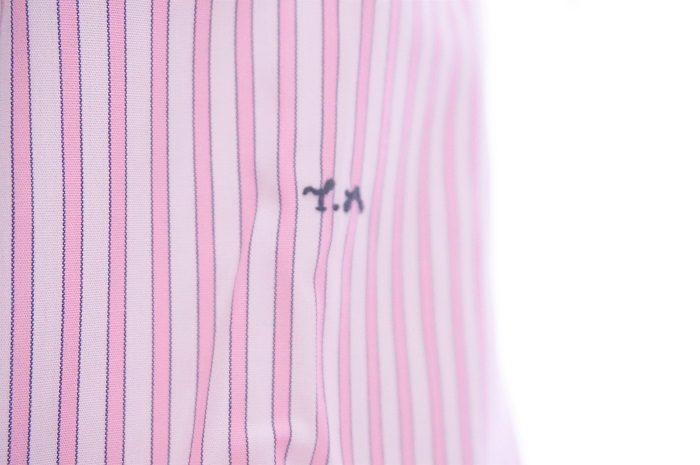 イニシャルをワイシャツにいれることで、プレゼントの特別感、パーソナル感がグンとUPします。