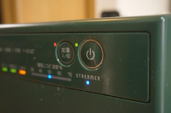 ダイキンの加湿ストリーマ空気清浄機本体。