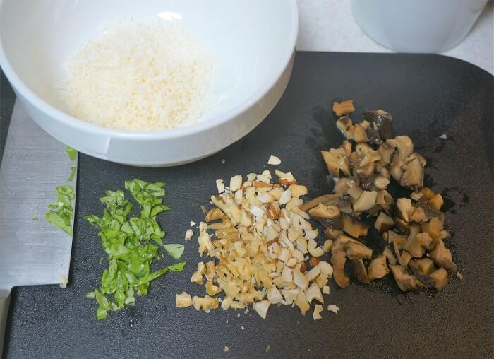 材料は生マッシュルームがないので、シイタケのオリーブオイルソテーで代用しながらアレンジしてみました。