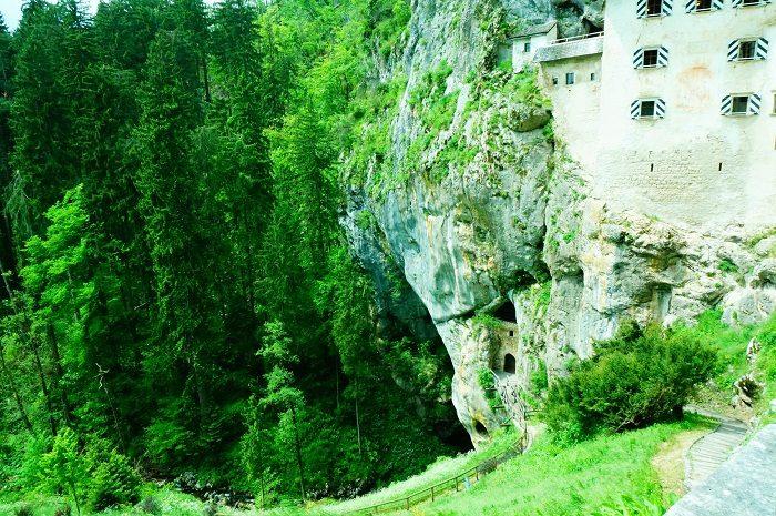 リュブリャナからバスで日帰りもできる洞窟城|リュブリャナ城も徒歩圏内!観光に便利なおすすめホテル