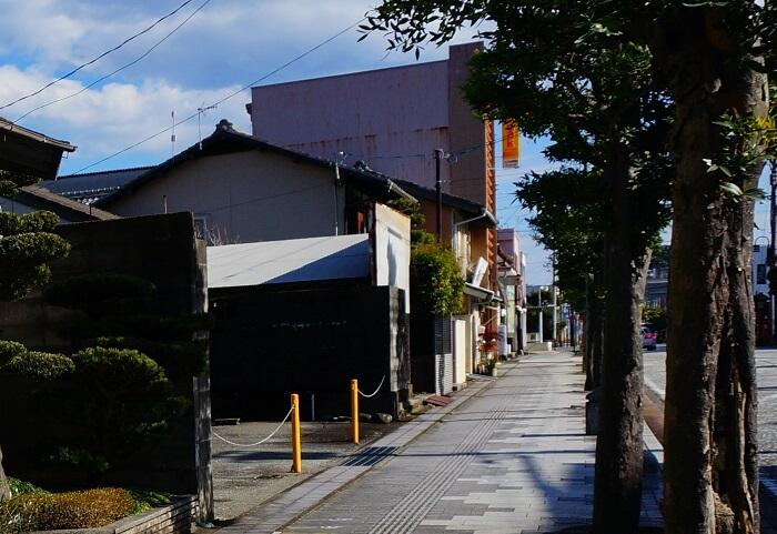 熊野速玉大社から新宮駅へ向かって街歩き。