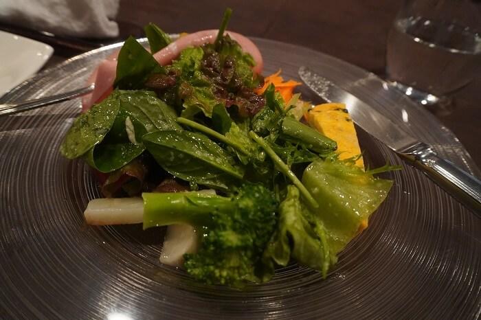 たっぷりの調布産野菜が使われた前菜。