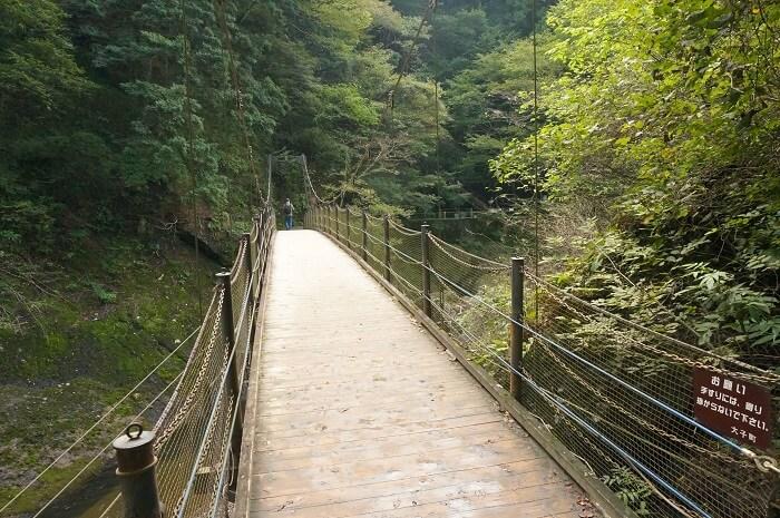 袋田の滝の近くのつり橋。カップルで渡ってみて♡