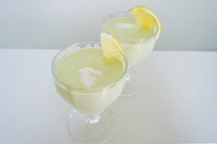 夏におすすめ!5分で作れるアボカドの冷たいスープレシピ。