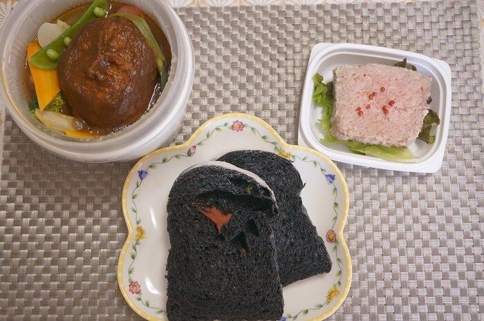 <Viking Bakery F>の竹炭のパンと、人気フレンチ<シュマン>のテイクアウトグルメでお昼ごはん!