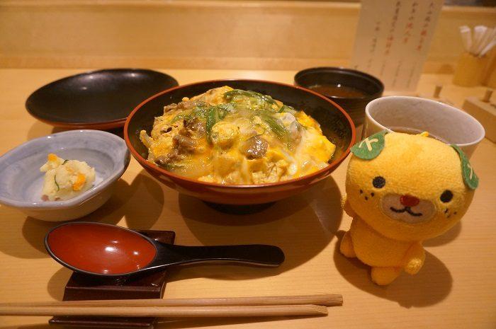 <万ん卯>の和牛の他人丼ランチ|東京ガーデンテラス紀尾井町
