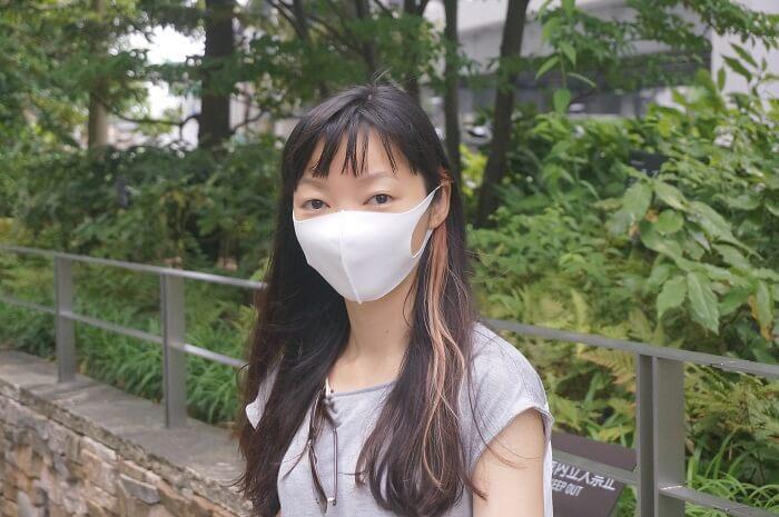 顔はスッポリ隠れる西川の洗えるマスク。サイズがM・Lの2種類になりました。