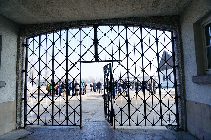 ダッハウ強制収容所の入口の扉。