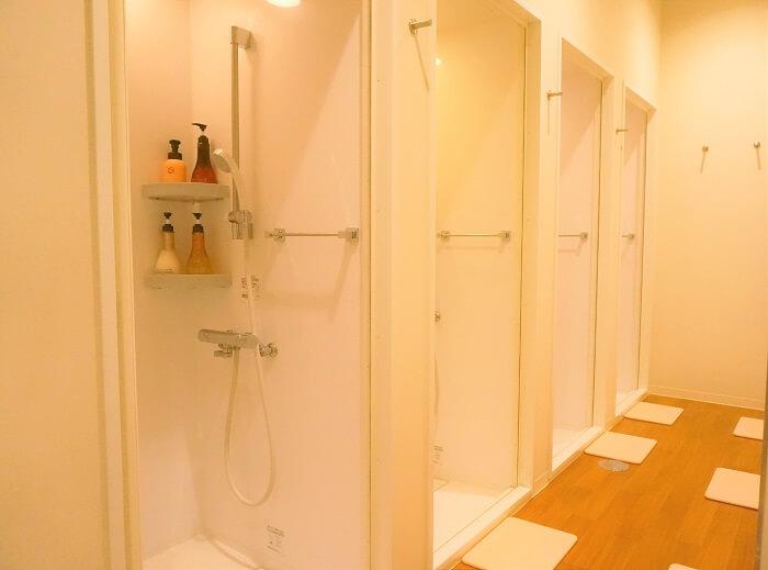 シャワールームの様子美温のホットヨガ