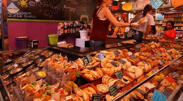 その場でパニーニを作ってくれるパン屋さんも|ボケリア市場食べ歩き!おすすめの時間帯は…?