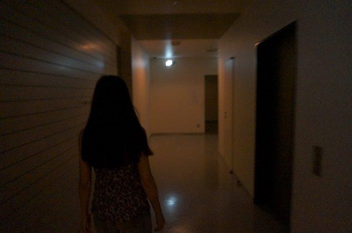一番怖いのは暗闇かも。懐中電灯とか当たり前の準備は必須ですね。|【そなエリア東京の「東京直下72Hツアー」で学ぶ、災害発生後3日間の生存率をUPさせる方法