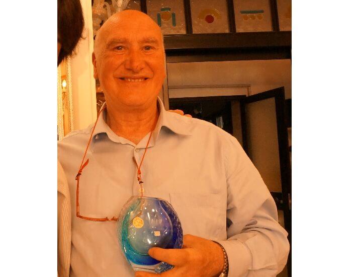 ヴェネチアのムラーノ島で出会った職人さんから買った愛用の花瓶。
