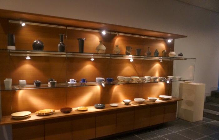 うつわ茶房 KEYAKIは展示にもご注目。