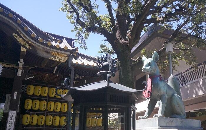 <豊川稲荷東京別院>には狛犬ではなく、狛狐がいる!