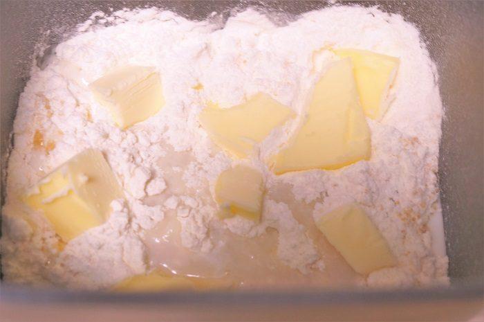 <Spread THAT!(スプレッド ザット)>のバターナイフはパン作りのバターを計量するときにも大活躍。