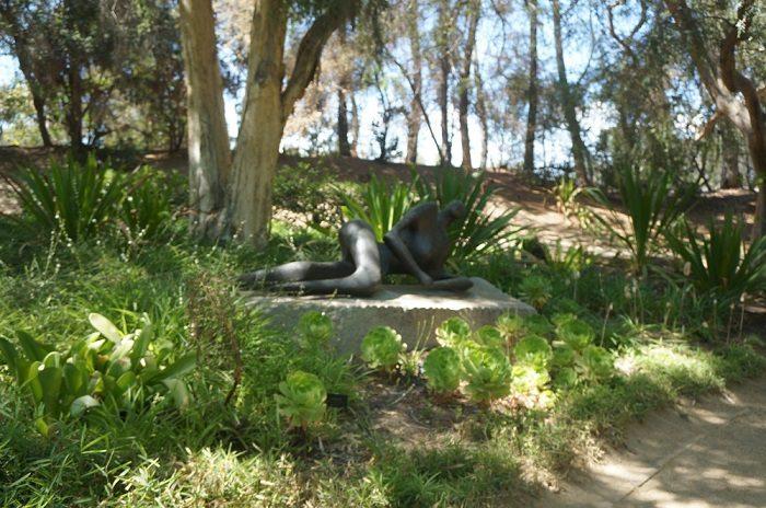 本物!ヘンリー・ムーア(Henry Spencer Moore)の彫刻作品|ノートン・サイモン美術館(Norton Simon Museum)の回遊式彫刻庭園(Sculpture Garden)