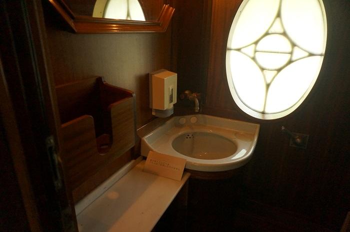 オリエント急行のトイレの様子。