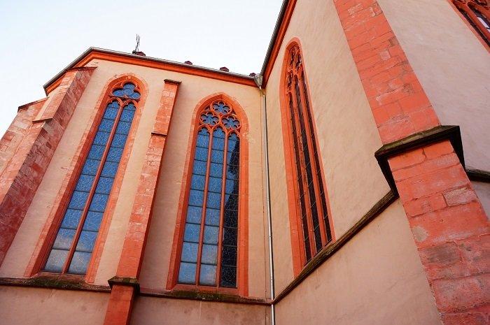 聖シュテファン教会の外観からは想像もつかない。