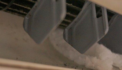 【1人でスグできるエアコン掃除】専用ブラシで送風口の汚れスッキリ