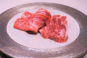 ランプ肉とハラミの食べ比べ。