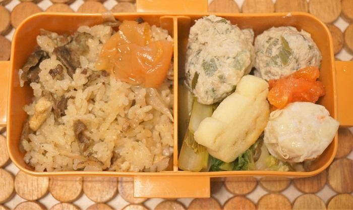 炊き込みご飯と鶏つくね団子弁当