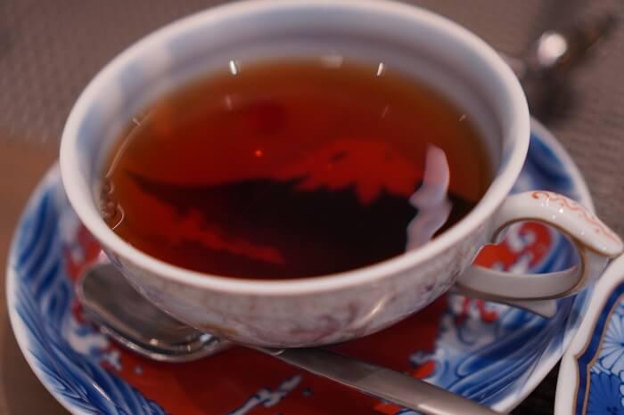 「官窯富士に初日紅茶椀皿」に紅茶を‥♡