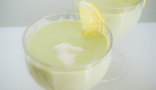 夏の朝食に!5分で完成するヨーグルトとアボカドの冷たいスープの作り方
