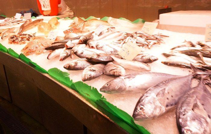 バルセロナで民泊するなら食料の滞在にボケリア市場にでかけてみて。