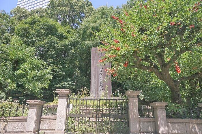 千代田区にある贈右大臣大久保公哀悼碑。