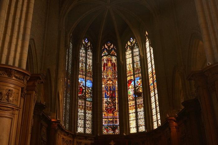 ディジョンのノートルダム教会のなかのステンドグラス。