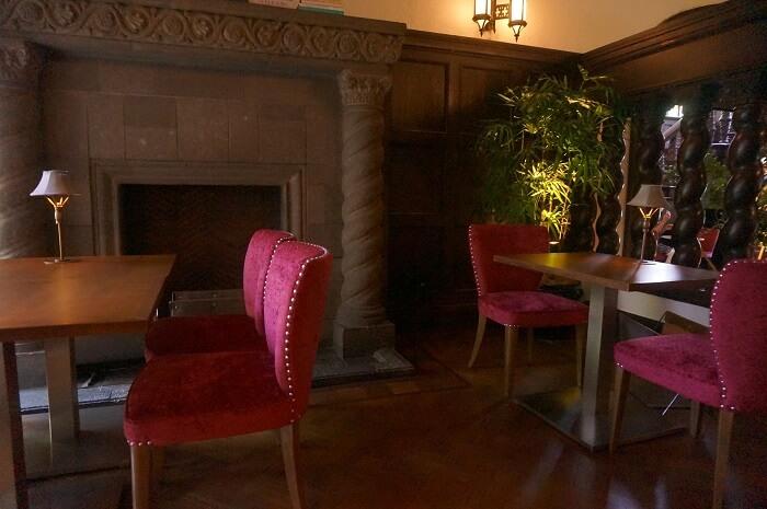 赤坂プリンス クラシックハウスの待合室。