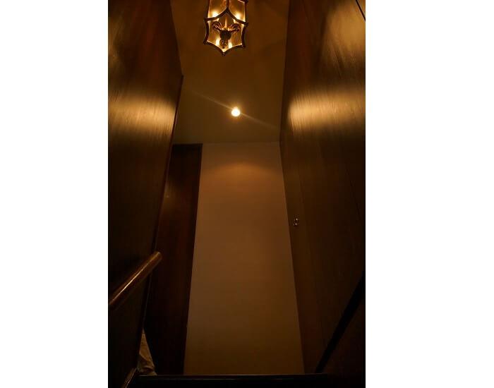 ちょっと急な階段も趣を感じます。