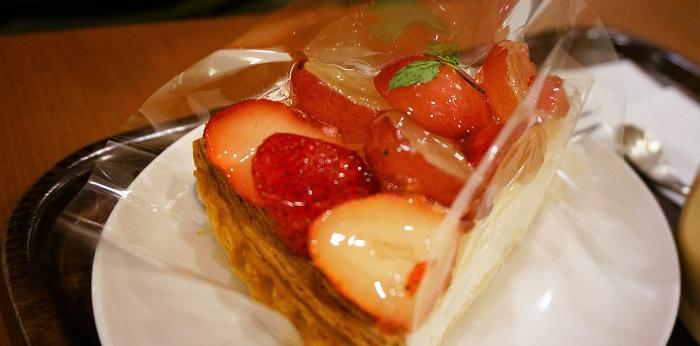 フルーツケーキファクトリーの苺タルトが激うま。こだわりイチゴがギッシリ♡