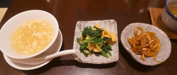 日替わりランチの副菜とスープ。