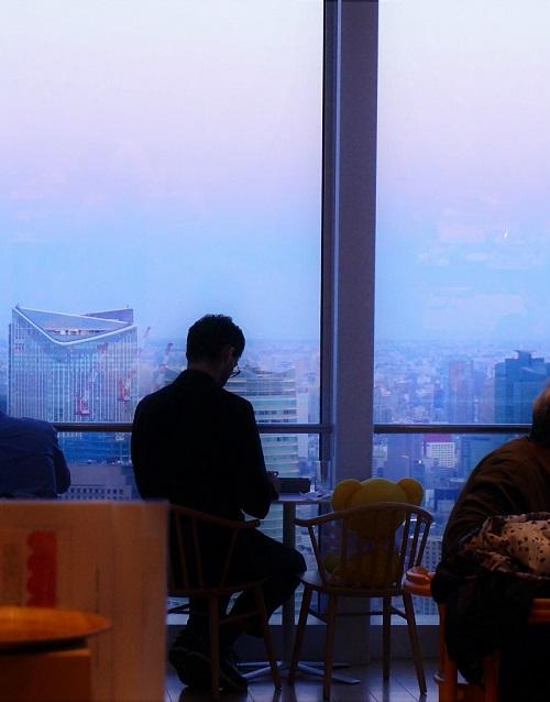 SAKURA Cafe&Parlor (さくらカフェ&パーラー)の窓際の席