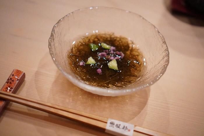 「日本の食文化 鮨を世界に伝えるおもてなしの店」をコンセプトにした乃木坂の寿司屋服部。