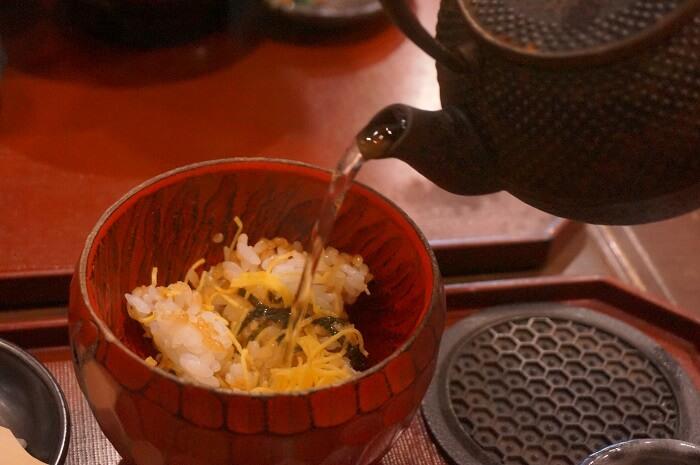 出汁(+200円)をかけてお茶漬けにしてもおいしい。